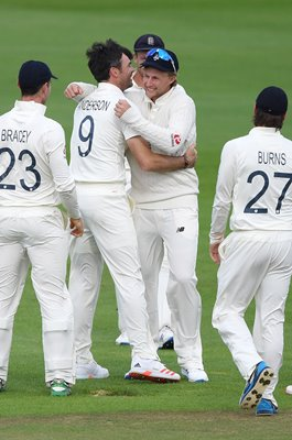 Joe Root celebrates James Anderson's 600th Test Wicket 2020