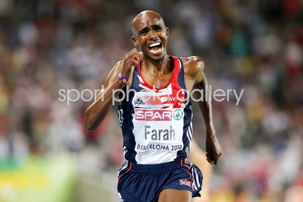 Mo Farah sprints for the line in the 5000m