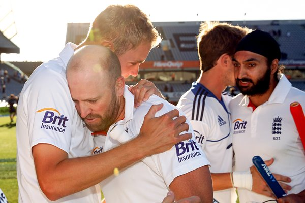 Matt Prior & Stuart Broad celebrate Series Draw England 2013