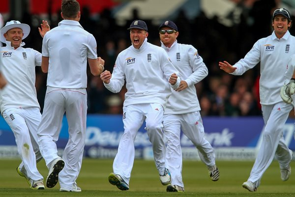 Graeme Swann celebrates James Anderson's 300th test wicket