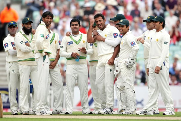 Wahab Riaz of Pakistan celebrates with his team