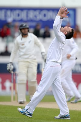 Graeme Swann bowls Ross Taylor Headingley 2013