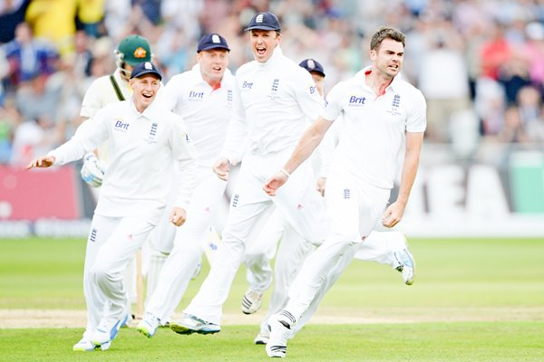 James Anderson bowls Michael Clarke Day 1 Ashes 2013