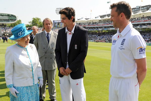 Alastair Cook and Graeme Swann meet the Queen Lord's 2013