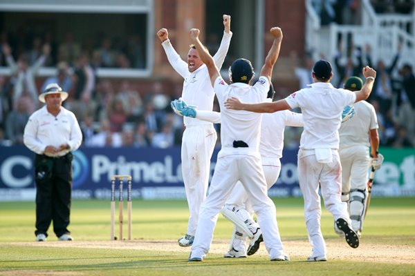 Graeme Swann celebrates England win Lord's Ashes 2013