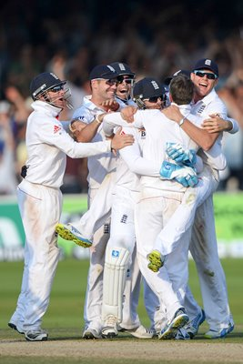 Graeme Swann and England celebrates Lord's win Ashes 2013
