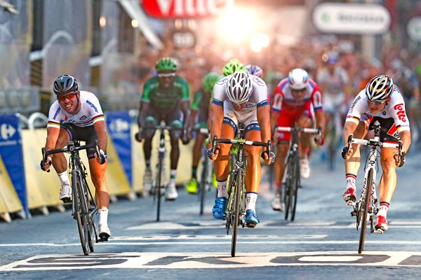 Marcel Kittel beats Mark Cavendish Paris Sprint Tour 2013