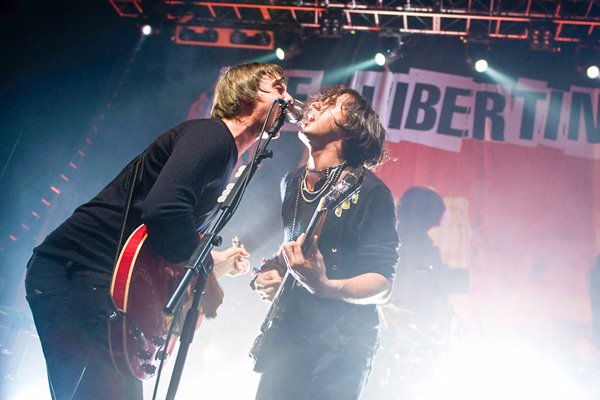 The Libertines perform: Carl Barat & Pete Doherty