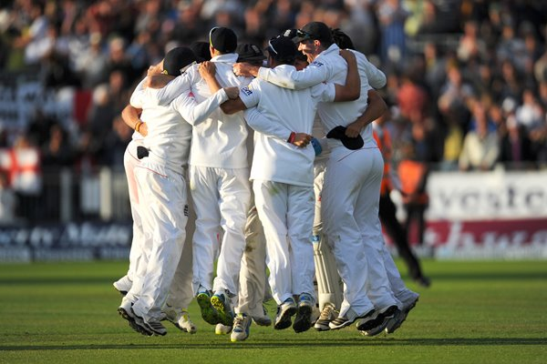 England celebrate 2013 Ashes Series victory