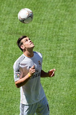 Gareth Bale joins Real Madrid Bernabeu 2013