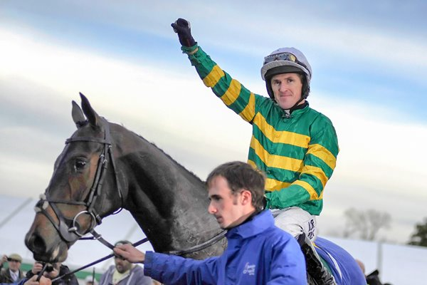 AP McCoy Mountain Tunes 4000th winner Towcester 2013