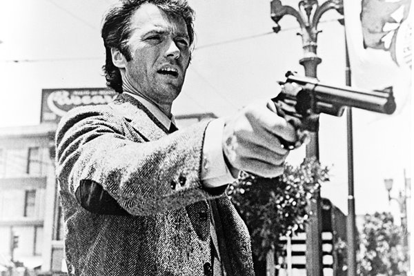Clint Eastwood pointing gun in 'Dirty Harry'
