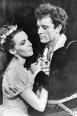 Claire Bloom and Richard Burton in Hamlet 1953