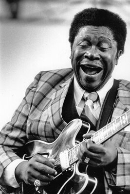 B B King plays the blues