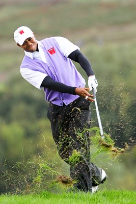 Tiger Woods hacks out - 11th hole Day 2 Foursomes