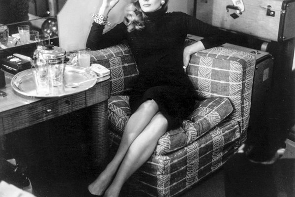 Anita Ekberg in a London cafe