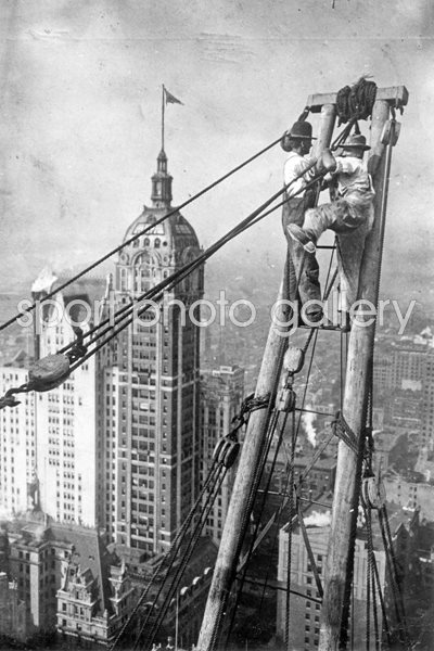 Skyscraper Crew. New York 1920s