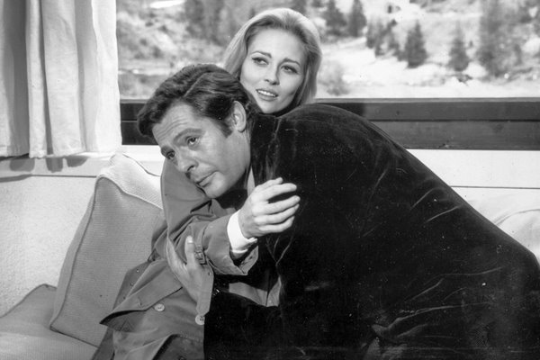 Faye Dunaway and Marcello Mastroianni in Amanti