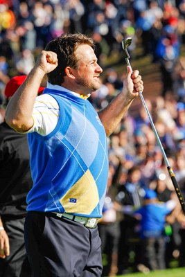 Graeme McDowell celebrates Winning Point
