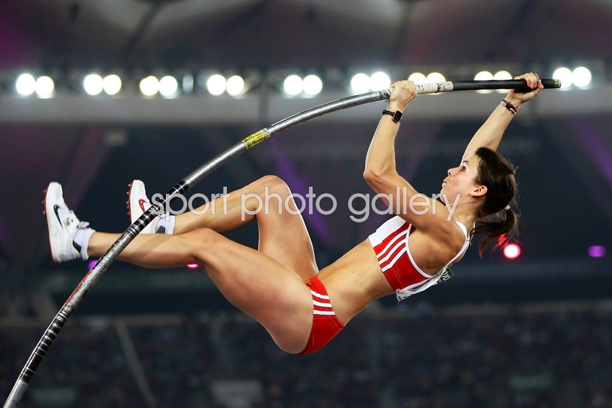 Kate Dennison Pole Vault action