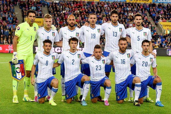 Italy line up v Norway