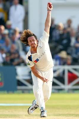 Ryan Sidebottom Bowling Against Nottinghamshire