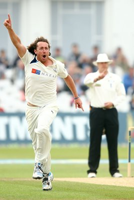 Ryan Sidebottom Celebrates Taking Wicket Of Chris Read
