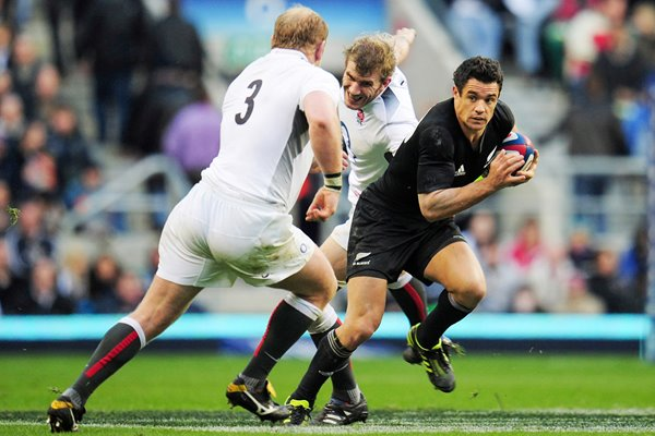 Daniel Carter of New Zealand makes a break