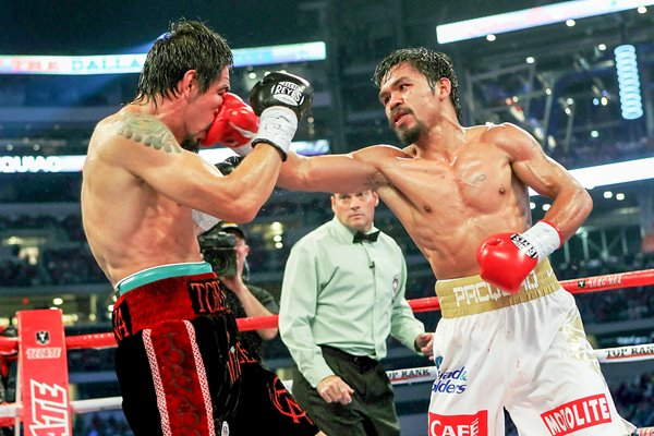 Manny Pacquiao connects v Antonio Margarito
