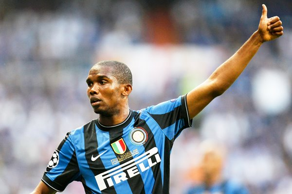 Samuel Eto'o of Inter Milan thumbs up