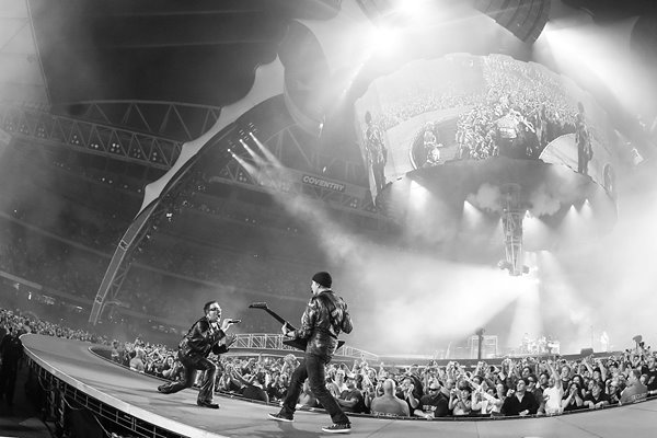U2 and perform In Melbourne