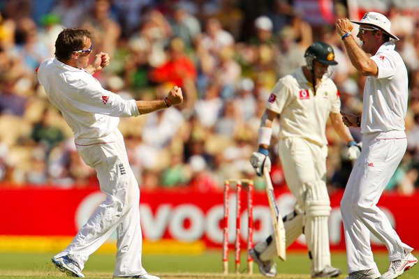 Graeme Swann celebrates Hussey wicket - 2nd Test - 2010 Ashes