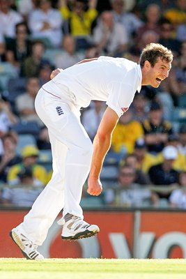 Chris Tremlett bowls in Perth - 2010 Ashes