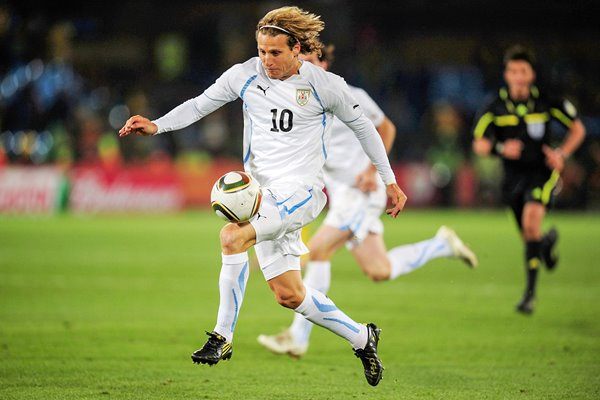 Diego Forlan stars for Uruguay v South Africa