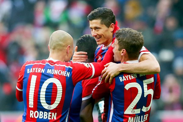 Lewandowski celebrates with Bayern team mates
