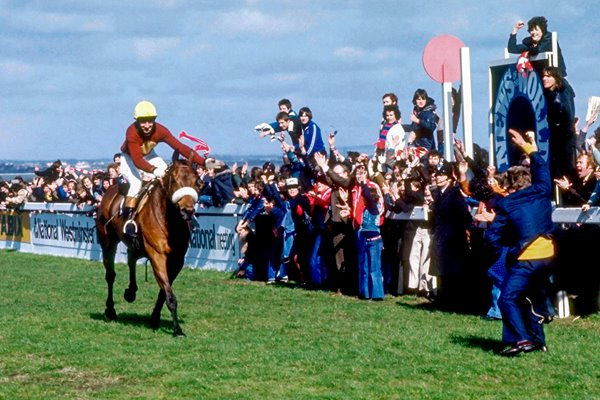 Red Rum wins Grand National in 1977